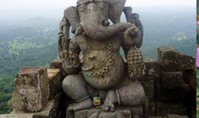 The Six Feet Tall Ganpati Idol in the Middle of Nowhere